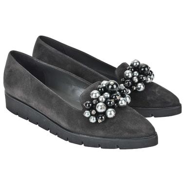 Женские замшевые туфли с жемчужным аксессуаром Peter Kaiser