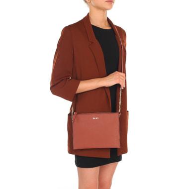 Женская сумочка из прочной сафьяновой кожи через плечо DKNY