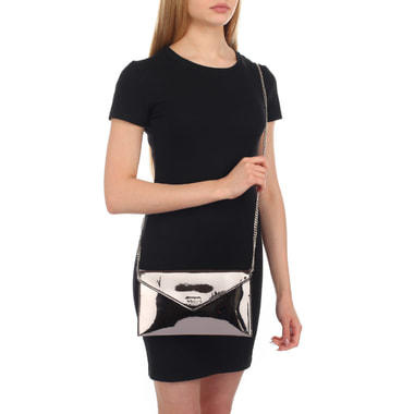 Женская лакированная сумочка с цепочкой Guess