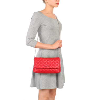 Маленькая красная стеганая сумка с откидным клапаном и цепочкой Love Moschino